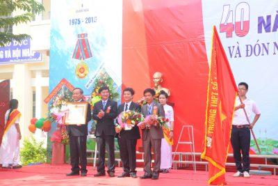 Hình ảnh Nhà trường đón nhận Huân chương Lao động Hạng ba và Lễ kỉ niệm 40 năm thành lập trường (1975-2015)